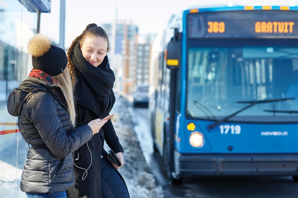 Winter bus riding in 5 easy steps | Laval Families Magazine | Laval's Family Life Magazine