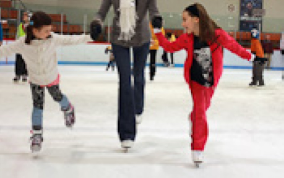 Free skating and hockey at the municipal arenas of Laval | Laval Families Magazine | Laval's Family Life Magazine